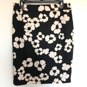 Ann Taylor loft floral skirt size 8 black cream